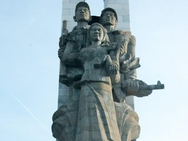 du lịch campuchia - Đài tưởng niệm quân tình nguyện Việt Nam