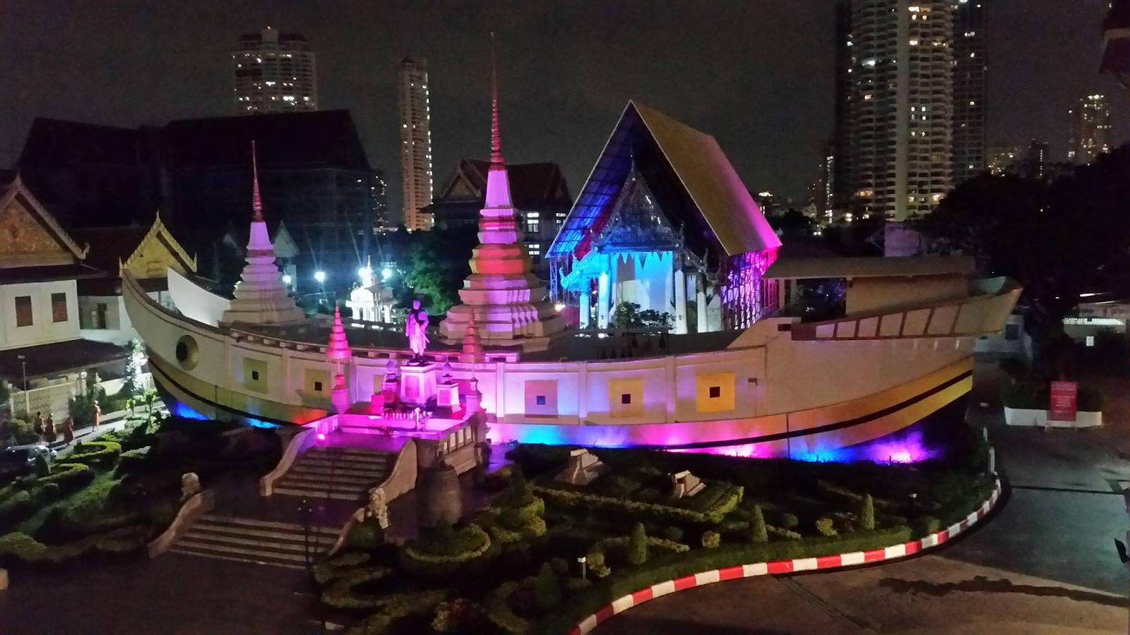 Chùa Thuyền - Wat Yannawa