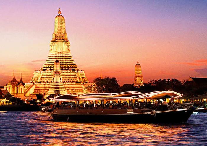 Tàu tham quan dòng sông Chaophraya